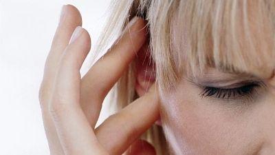 perché fischiano le orecchie