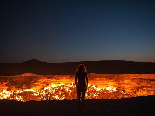 La porta dell'inferno esiste davvero. Ecco come si è formata.